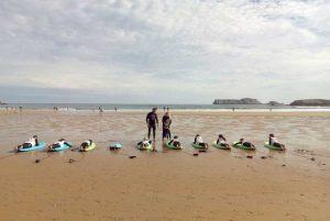 Clases de surf para grupos de niños en Suances, cantabria. Totora Surf School