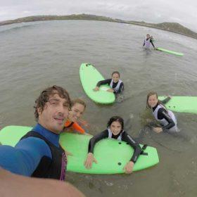 Clases de surf para grupos en Suances, cantabria. Totora Surf School