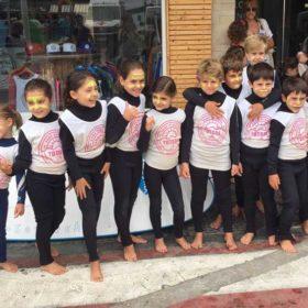 Clases de surf para grupo de menores en Suances, cantabria. Totora Surf School