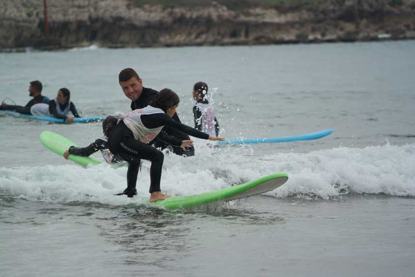 Clases de surf para menores en Suances, cantabria. Totora Surf School