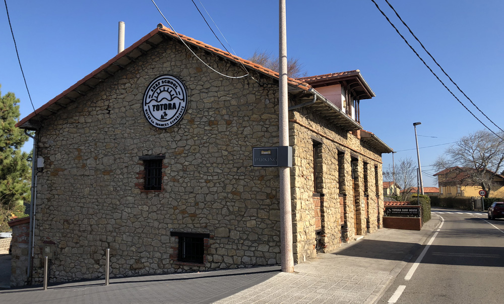 Surf House en Suances, Cantabria. Totora Surf School